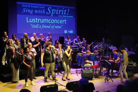 Soul en Gospelchoir Spirit in Theater Het Punt te Vroomshoop