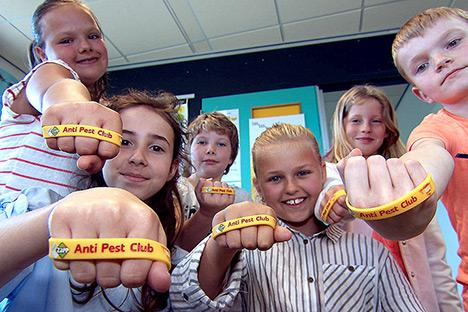 60000 Anti Pest Club-polsbandjes binnen no-time op